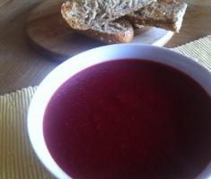 Zuppa di rapa rossa, patate e alloro
